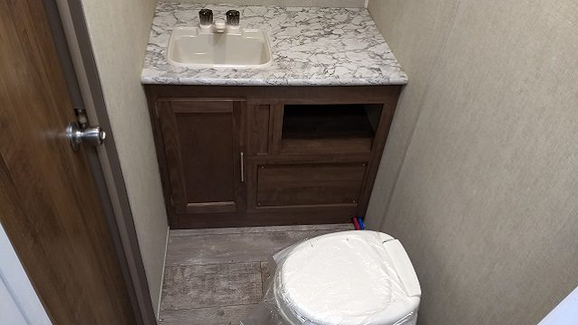 2018 Gulfstream 19' travel trailer bathroom