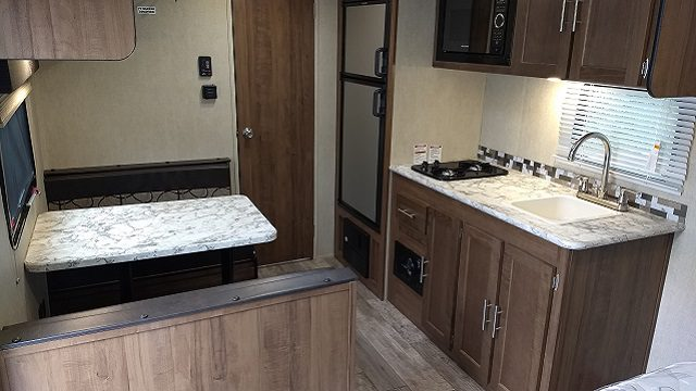 2018 Gulfstream 19' travel trailer rear view